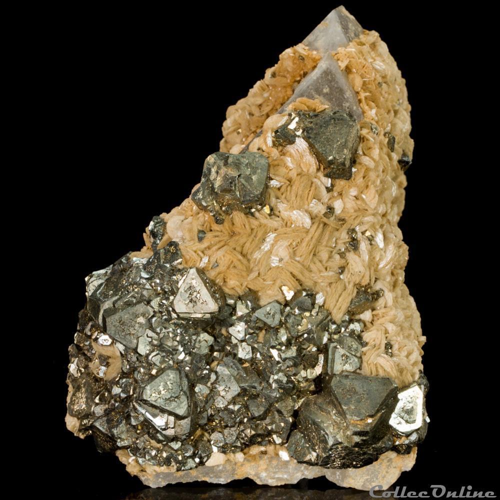 mineraux meteorite pyrite et siderite sur quartz