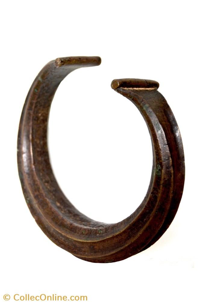 art antiquite africain bronze torque fang 001