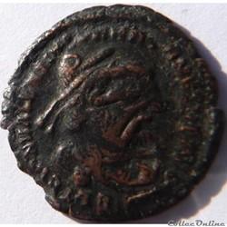 Surfrappe officielle Valentinien 1er sur...
