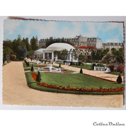CPA des Vosges, Vittel, vue vers le pavillon de la Grande Source