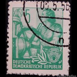 Allemagne RDA 00314B femme aux gouvernes...