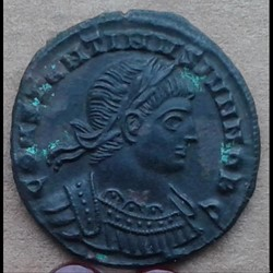 Constantin II - nummus - GLORIA EXERCITU...