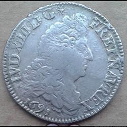 1691 A - 1/2 écu aux 8L