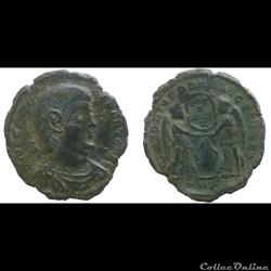 Decentius - AE Maiorina - VICTORIAE DD NN AVG ET CAES - Trier - RIC.313