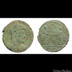 Magnentius - AE2 - VICTORIAE DD NN AVG ET CAES - Trier