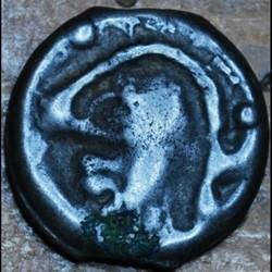 DT 2651 Potin à la tête casquée et à l'annelet pointé