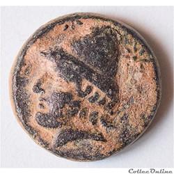 """TROADE - BIRYTIS, AE bronze au """"Cabire et au Pilon"""", vers 300 av. J.-C"""