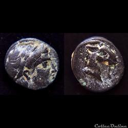 Aeolis . Aegae (C.-B. 400-300) AE 9 - Apollon / Tête de Chèvre
