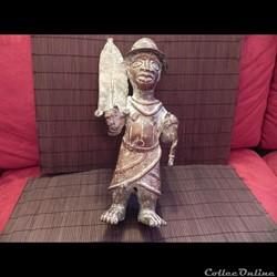 statue du bronze d'un roi du BENIN