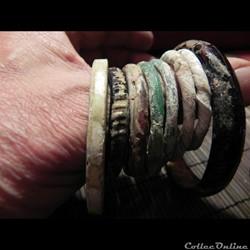 ensemble de petits bracelets en  pâte de...