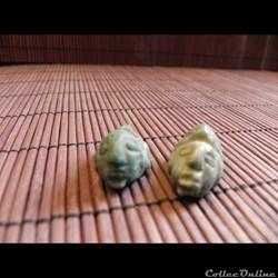 AMULETTES pendentif, perles de jade vert...