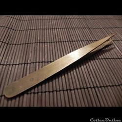 dans les outils  d'horloger   brucelle de cuivre ou laiton
