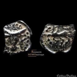 antique av jc ap gauloise bituriges cubes region de bourges potin au bucrane et au cheval monnaie lunaire