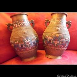 paire de vases de bronze  en émail clois...