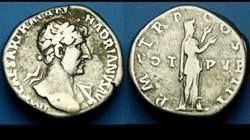 HADRIAN AR Denarius RIC II 141, Pietas