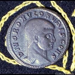 ROMULUS fils de Maxence - Follis de 6,54...