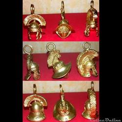 Pendentif de casque antique