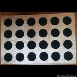 Médaillier en placage d'érable sycomore 30 x 20 cm,  24 alvéoles de 35 mm
