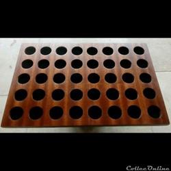 Médaillier en placage d'acajou 30 x 20,  40 alvéoles de 25 mm