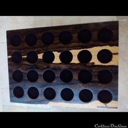 Médaillier en Ziricote 31, 5 x 21, 5 cm ,  24 alvéoles de 35 mm