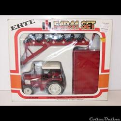Ertl 5066 - Set IH 784 avec charrue et r...