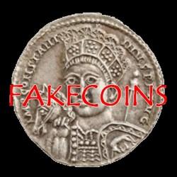 Tous les collectionneurs de monnaies antiques ont été ou seront un jour confrontés au problème des contrefaçons. Les techniques des faussaires s'affinant, il devient de plus en plus difficile de les repérer. Nous répertorions dans cet espace collaboratif toutesles monnaies que nous avons jugées fausses, monnaies trouvées au hasard de nos recherches sur les sites de vente, des particuliers aux...