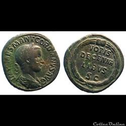 Les sesterces émis entre 238 et 244 durant le règne de Gordien III  Composition  Sesterces 118 monnaiesMonnaies découpées 2 demi sesterces, 1 quart de sesterce et 1 emi as