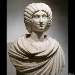 Julia Domna(de son nomlatinparfois francisé enJulie Domne), née vers170et morte en217, était uneimpératrice romaine. Fille deJulius Bassianus, grand prêtre du soleil ou «grand prêtre d'Élagabal» àÉmèse(Homs, enSyrie), elle devint en187la...