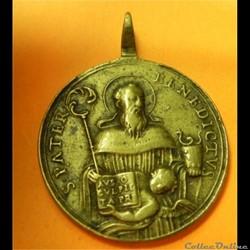 et par Saint Benoît je le vaincrai ! méd...